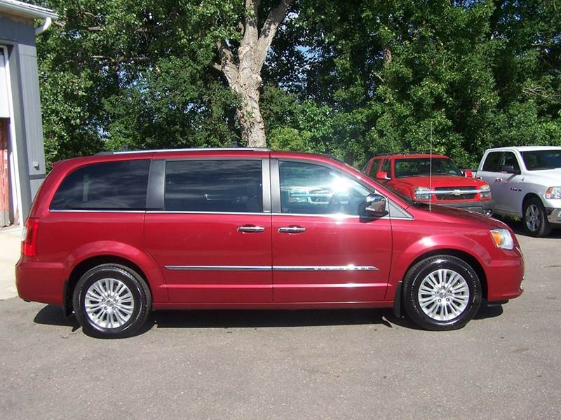 2013 Chrysler Town and Country Limited 4dr Mini-Van - Estherville IA