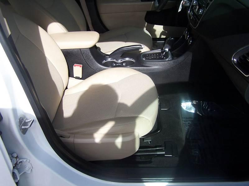 2014 Chrysler 200 LX 4dr Sedan - Estherville IA