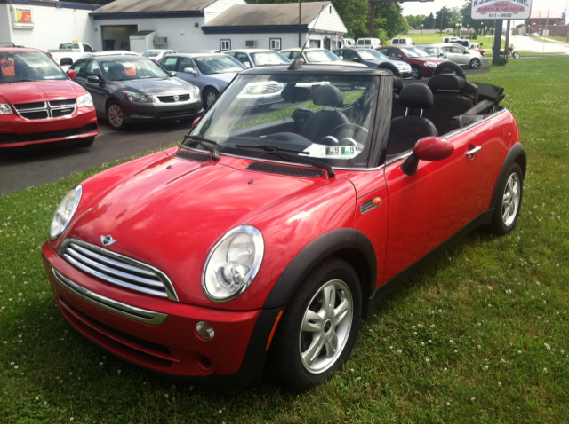 used 2006 mini cooper convertible in harrisburg pa at r j cackovic auto sales service rental. Black Bedroom Furniture Sets. Home Design Ideas