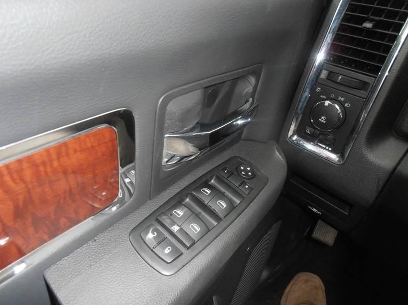 2010 Dodge Ram Pickup 1500 4x4 Laramie 4dr Crew Cab 5.5 ft. SB Pickup - Mason City IA