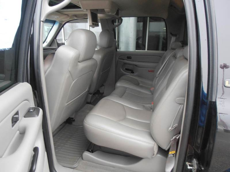 2005 Chevrolet Avalanche 4dr 2500 LT 4WD Crew Cab SB - Mason City IA