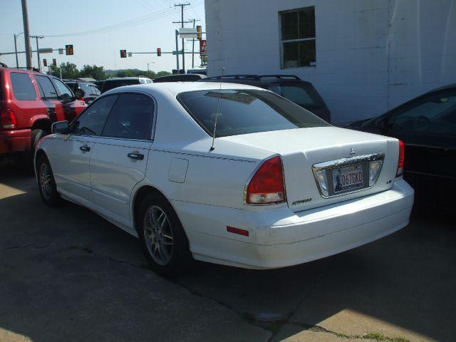2002 Mitsubishi DIAMANTIE