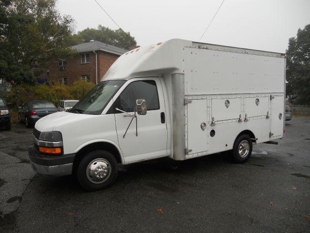 2004 CHEVY trademaster utility van