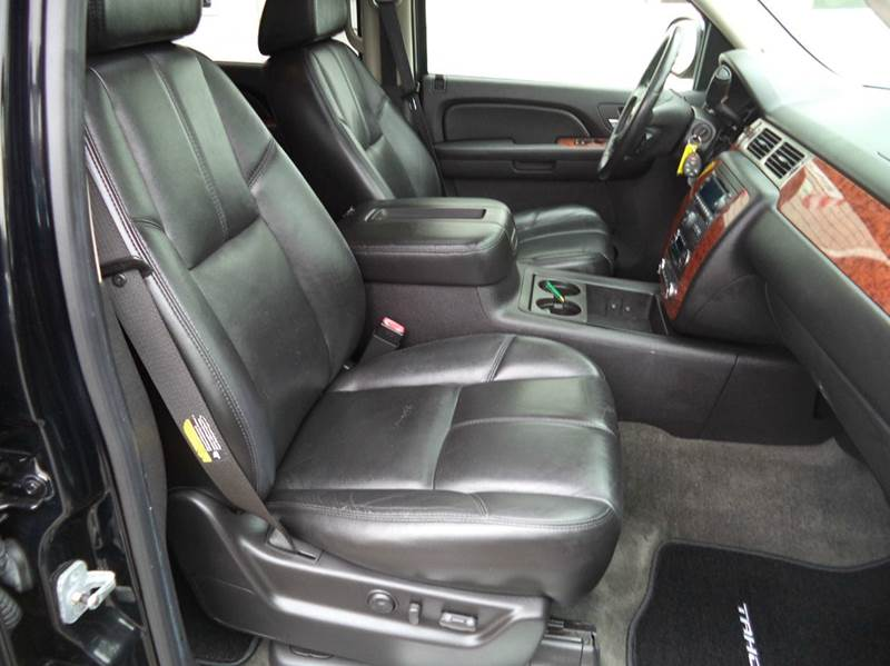 suv with 3 rows and 2nd row captains chairs autos post. Black Bedroom Furniture Sets. Home Design Ideas