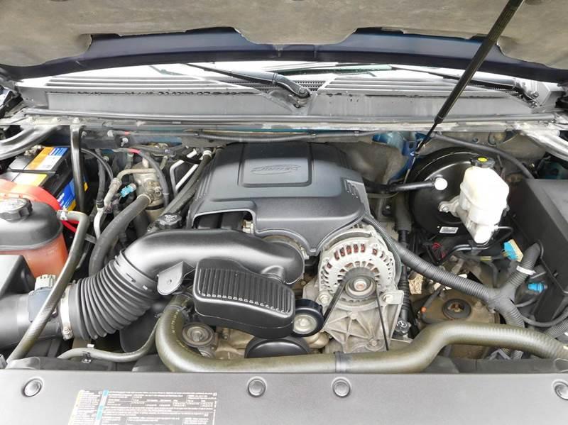 2009 Chevrolet Suburban 4x2 LT 1500 4dr SUV w/ 1LT - San Antonio TX