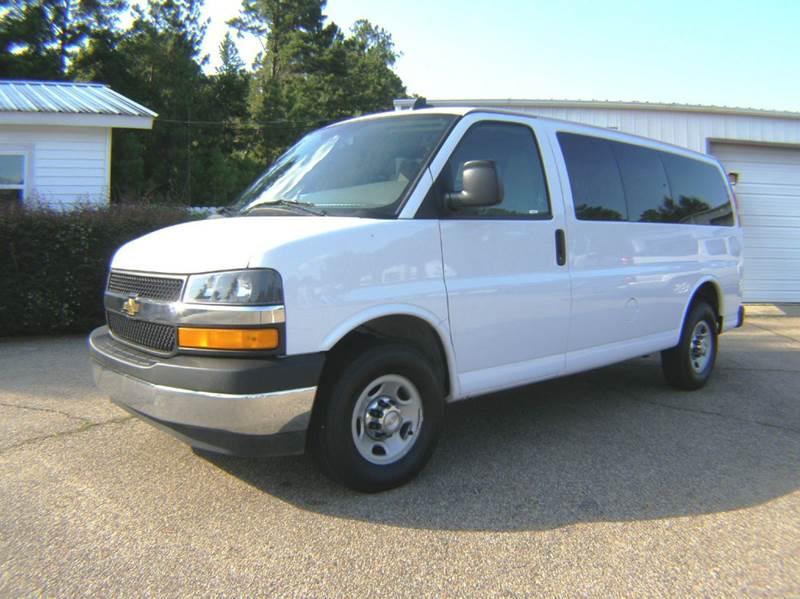 2017 Chevrolet Express Passenger LT 2500 3dr Passenger Van - Columbia MS