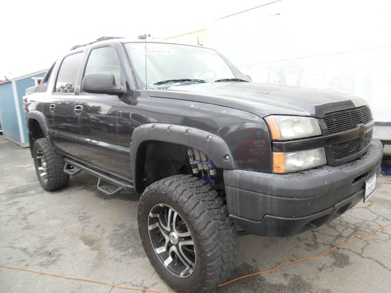 2005 CHEVROLET AVALANCHE 1500 LS 4DR 4WD CREW CAB SB black need financing we can help call now