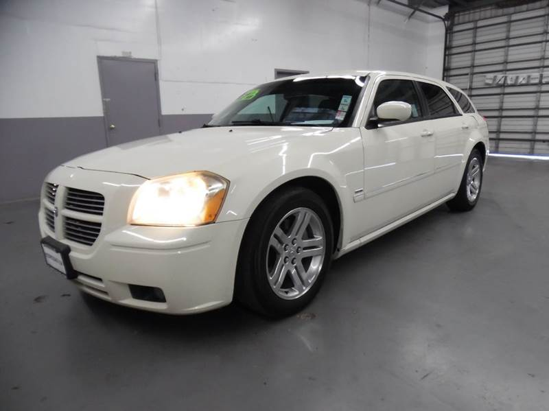 2005 DODGE MAGNUM RT 4DR WAGON white need financing we can help call now  call today  call th