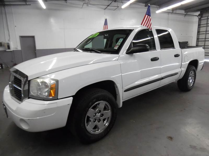 2006 DODGE DAKOTA SLT 4DR QUAD CAB SB white need financing we can help call now  call today