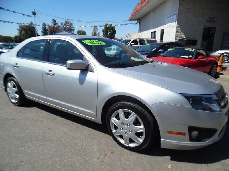 2011 FORD FUSION SE 4DR SEDAN silver need financing we can help call now  call today  call th