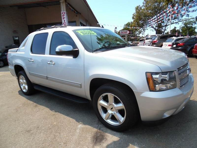 2012 CHEVROLET AVALANCHE LT 4X2 4DR CREW CAB PICKUP silver need financing we can help call now