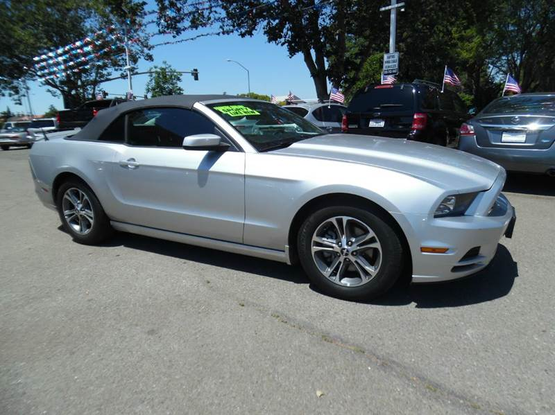 2014 FORD MUSTANG V6 PREMIUM 2DR CONVERTIBLE silver need financing we can help call now  call t