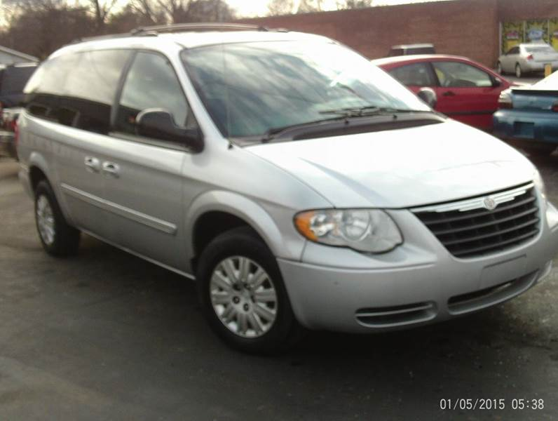 2005 chrysler town and country lx 4dr extended mini van w for Crider motors mishawaka in