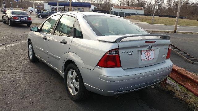 2005 Ford Focus ZX4 SES 4dr Sedan - Westerville OH