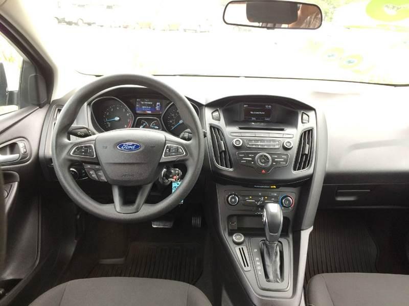 2015 Ford Focus SE 4dr Hatchback - Waukegan IL