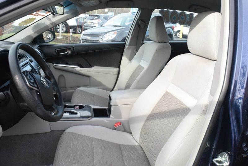2014 Toyota Camry Hybrid LE 4dr Sedan - Waukegan IL