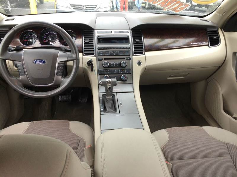 2011 Ford Taurus SEL 4dr Sedan - Waukegan IL