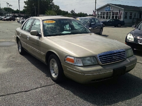 1999 Ford Crown Victoria for sale in Fayetteville, NC