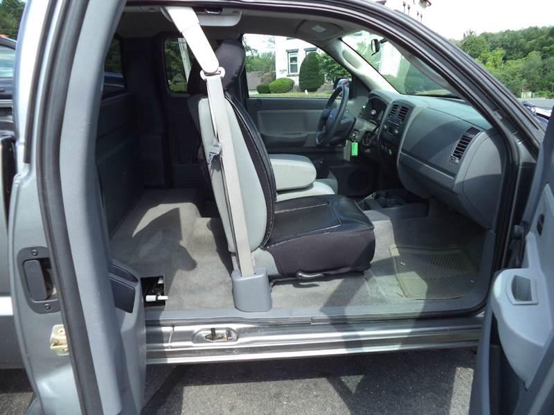 2005 Dodge Dakota 4WD ST 4dr Club Cab SB - Suffield CT
