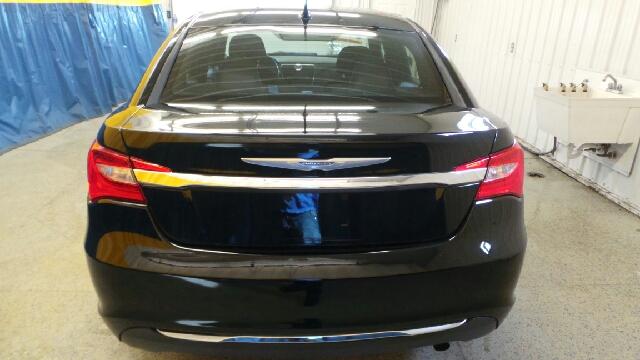 2013 Chrysler 200 Touring 4dr Sedan - Auburn IN