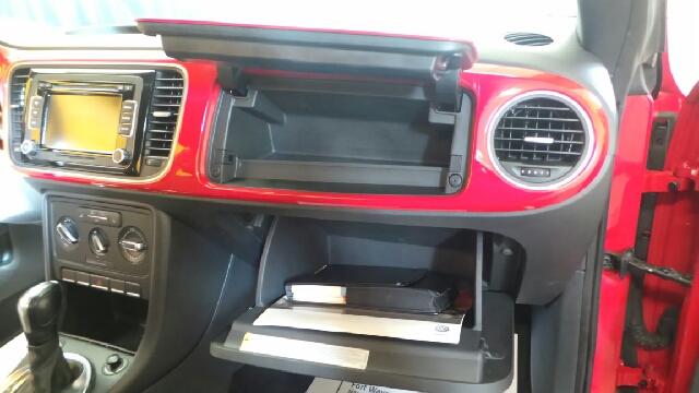 2013 Volkswagen Beetle 2.5L PZEV 2dr Hatchback 6A w/ Sunroof - Fort Wayne IN