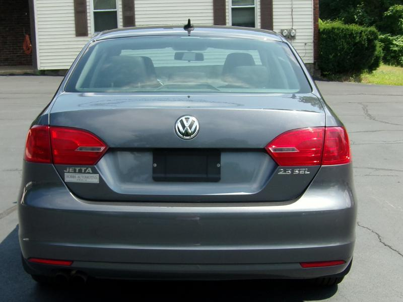 2011 Volkswagen Jetta SEL PZEV 4dr Sedan 6A w/ Sunroof - Auburn NH