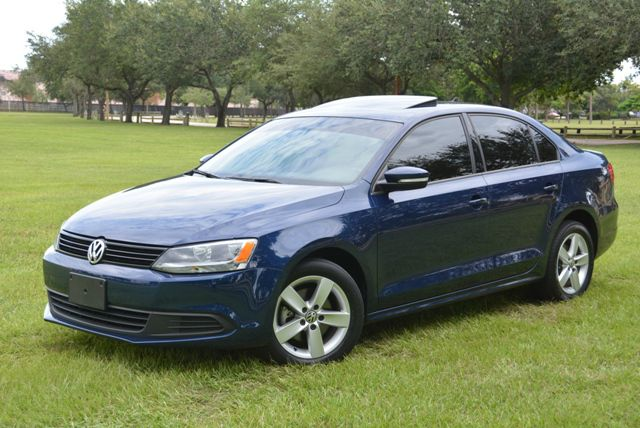 2011 VOLKSWAGEN JETTA DIESEL TDI  LE blue low priced 2011 jetta tdi le pkglegendary turbo die