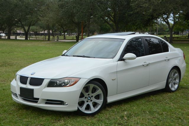 2008 BMW 3 SERIES 335I SPORT white yes only 38k miles on this bmw 335i sport sedanand it comes