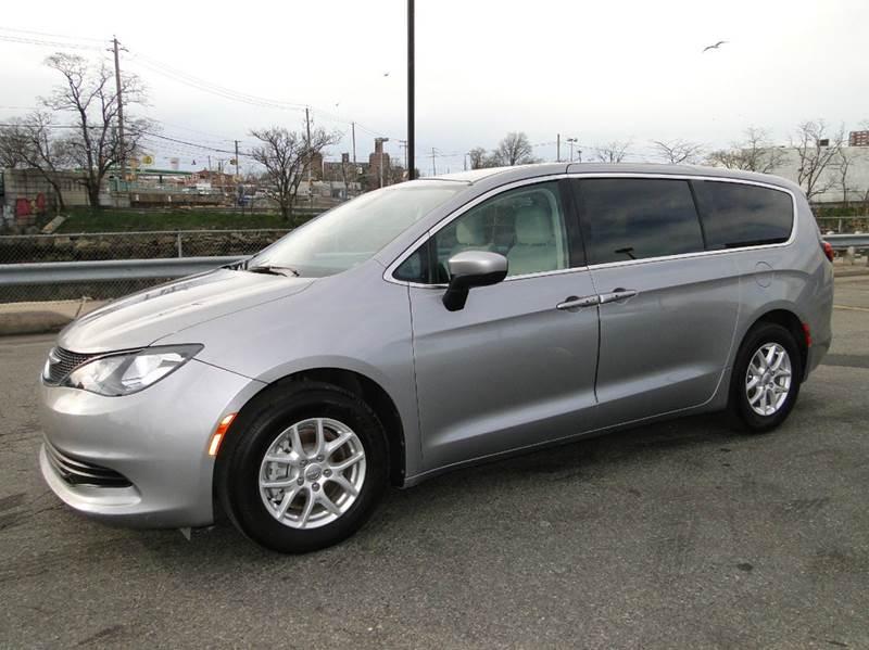 2017 Chrysler Pacifica Touring 4dr Mini Van - Brooklyn NY