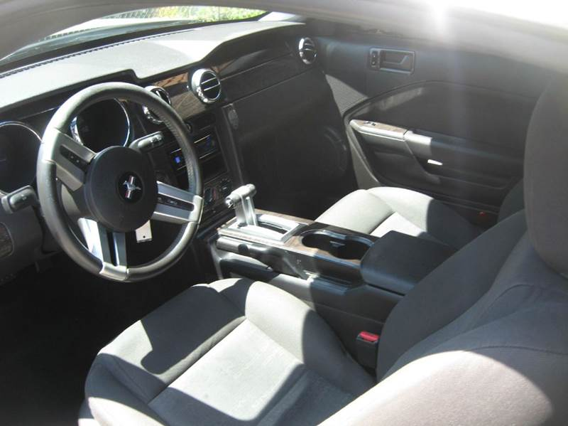2005 Ford Mustang Deluxe 2dr Fastback - Huntington Beach CA