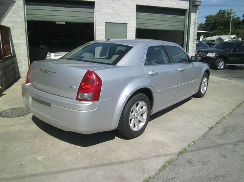 2007 Chrysler 300 4dr Sedan - Springfield MO