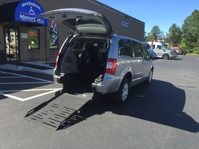 2015 Chrysler Town And Country Touring 4dr Mini Van In