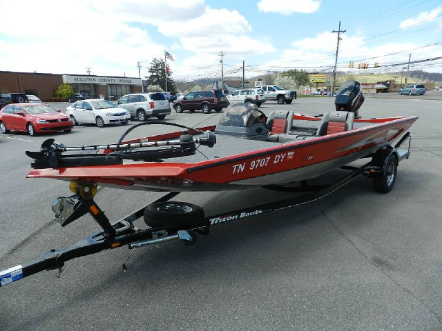 2009 TRITON VT17 red all electrical and optional equipment on this vehicle have been checked and a