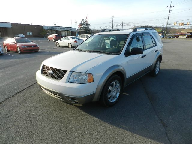 2006 FORD FREESTYLE SE 4DR WAGON white you wont find any electrical problems with this vehicle  t