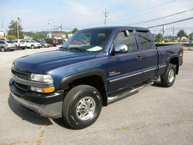 2002 CHEVROLET SILVERADO 2500 XLS 40L 4WD blue all power equipment is functioning properly  vehi