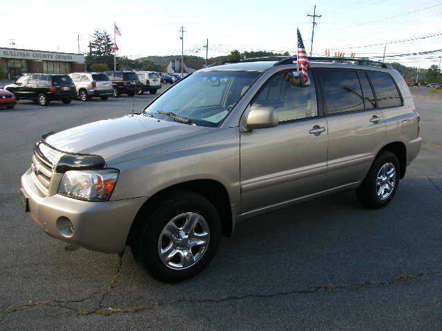 2005 TOYOTA HIGHLANDER 4WD beige there are no electrical concerns associated with this vehicle  t