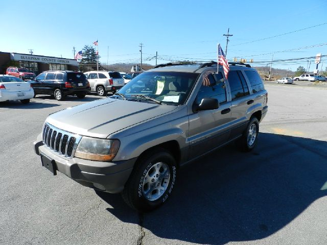 2000 JEEP GRAND CHEROKEE LAREDO 4WD silver you wont find any electrical problems with this vehicle