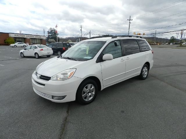 2004 TOYOTA SIENNA XLE white all electrical and optional equipment on this vehicle have been check