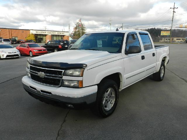 2006 CHEVROLET SILVERADO 1500 LT2 4DR CREW CAB 4WD 58 FT SB white there are no electrical concer