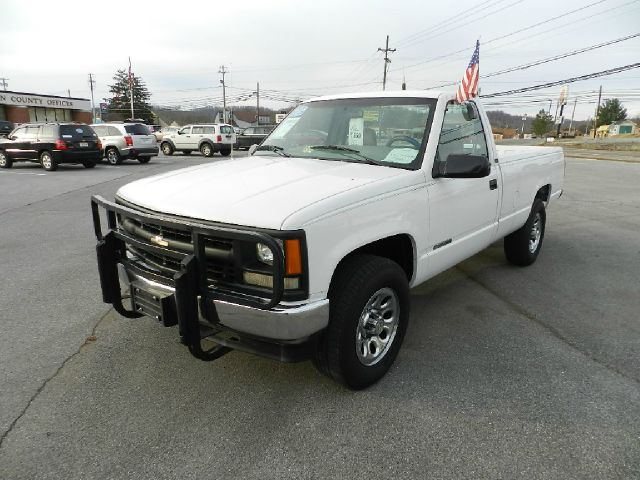 1995 CHEVROLET CK 2500 SERIES K2500 CHEYENNE 2DR 4WD STANDARD white there are no electrical prob