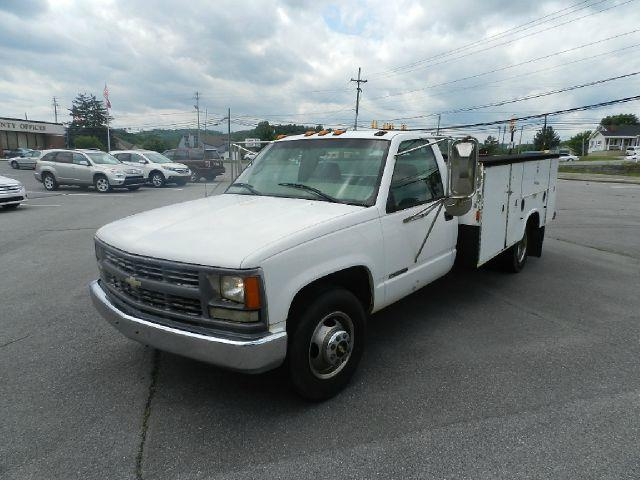 1999 CHEVROLET CK 3500 SERIES C3500 white all power equipment on this vehicle is in working order