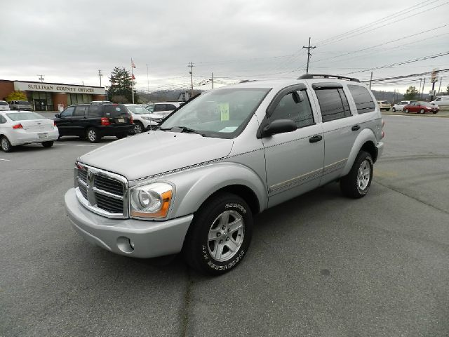 2005 DODGE DURANGO SLT 4WD silver there are no electrical problems with this vehicle  this vehicl