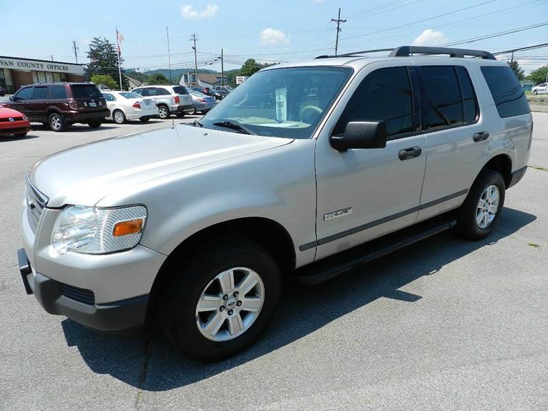 2006 FORD EXPLORER XLS 4DR SUV silver all power equipment is functioning properly  no defects