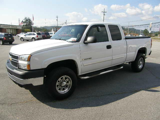 2006 CHEVROLET SILVERADO 2500 LT1 EXT CAB 2WD white the electronic components on this vehicle are