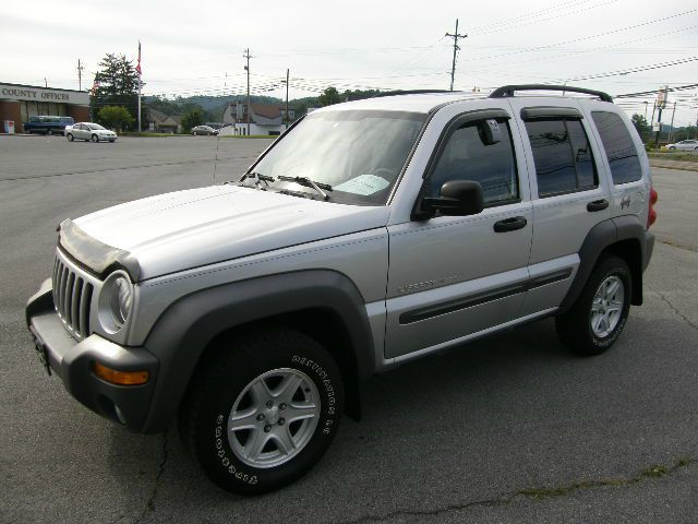 2003 JEEP LIBERTY SPORT 4WD silver you wont find any electrical problems with this vehicle  nothi