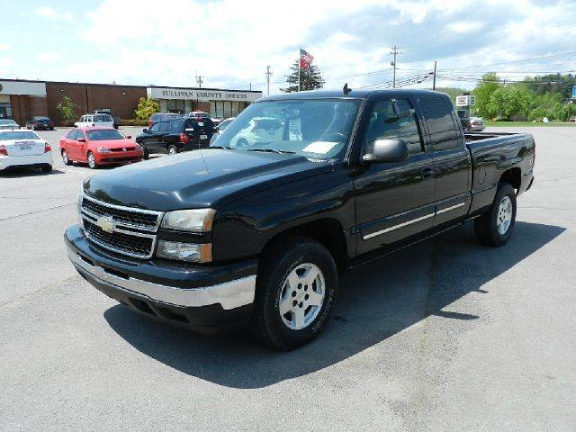 2006 CHEVROLET SILVERADO 1500 LT1 4DR EXTENDED CAB 4WD 65 FT black all electrical and optional