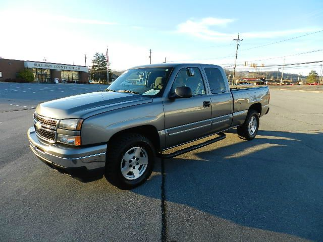 2006 CHEVROLET SILVERADO 1500 LT1 EXT CAB SHORT BED 4WD gray there are no electrical concerns ass