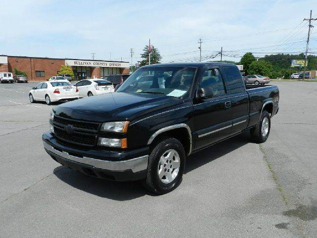 2006 CHEVROLET SILVERADO 1500 LS 4DR EXTENDED CAB 4WD 65 FT black the electronic components on