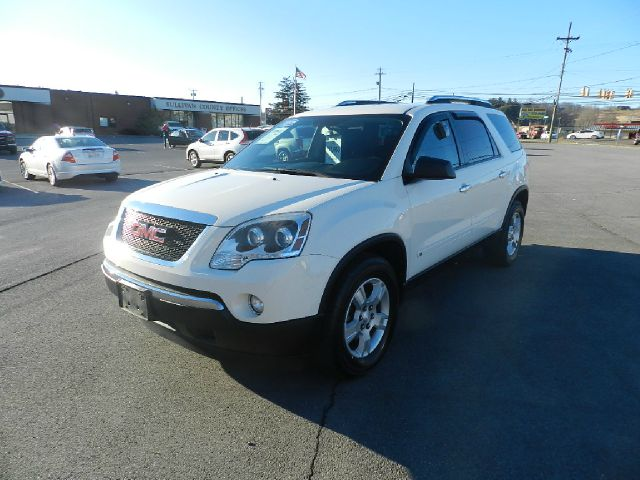 2009 GMC ACADIA SLE-1 4DR SUV white         like new interior          these tires have about 3