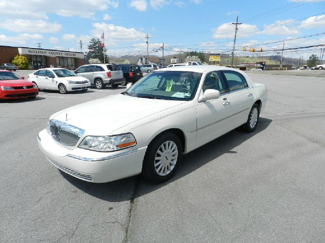 2005 LINCOLN TOWN CAR SIGNATURE pearl all electrical and optional equipment on this vehicle have b